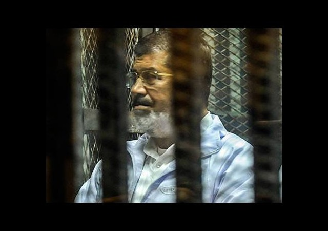 Mursi'nin yargılandı dava ertelendi