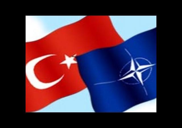 'Türkiye NATO'dan Atılmalı'