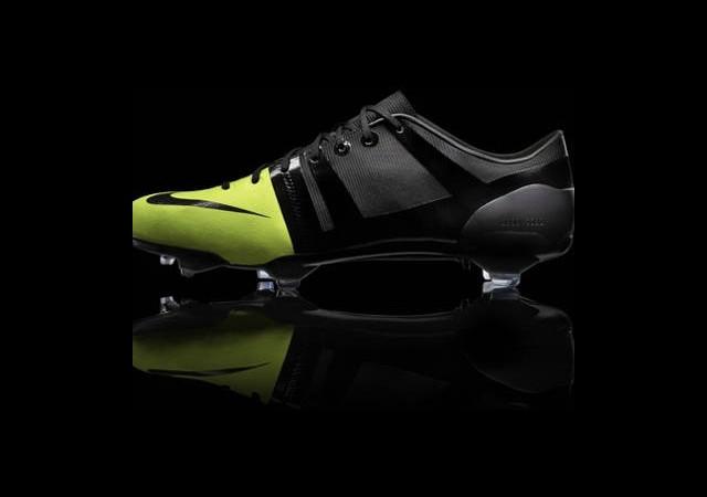 Dünyanın En Hafif Futbol Ayakkabısı