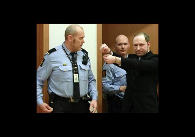 Breivik 21 Yıl Hapis Yatacak!
