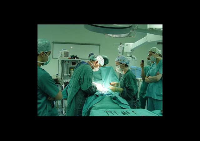 Cerrah, Torbacının Midesindeki Eroini Çaldı