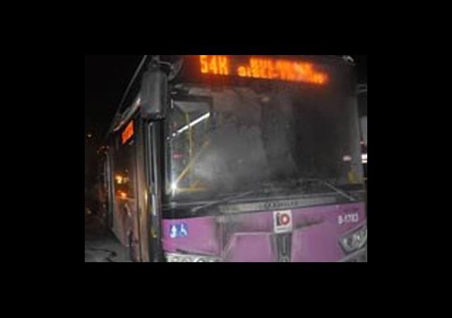 Okmeydanı'nda Belediye Otobüsüne Saldırı!