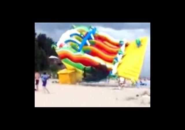 Oyun Parkı Denize Uçtu