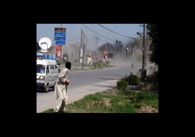 Pakistan'da Saldırı: 64 Ölü