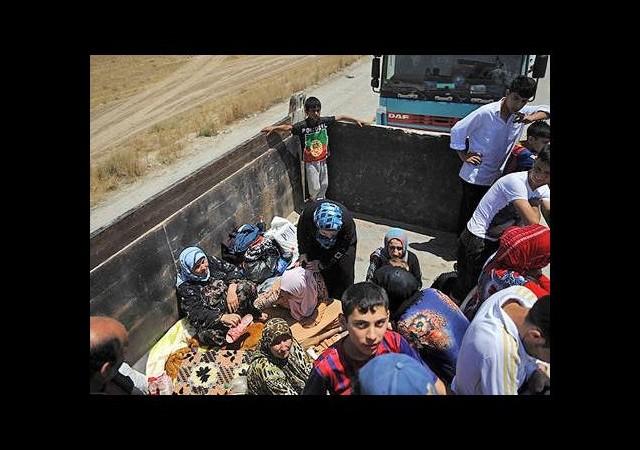 Halk IŞİD'in saldırılarından kaçıyor