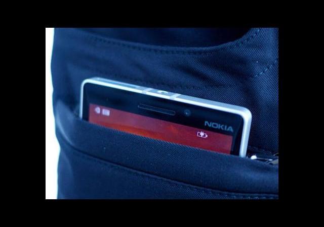 Kablosuz akıllı telefon şarj eden pantolon!