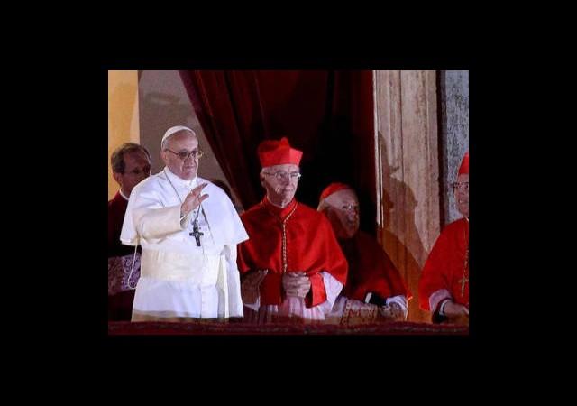 Papa Bu Fotoğrafla Gündemden Pek Düşecek Gibi Değil