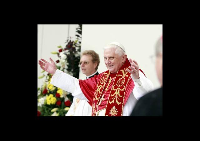 Vatikan'da İstifa Bombası