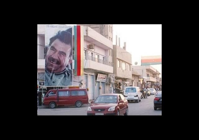 Sınıra Kürt Bayrağı