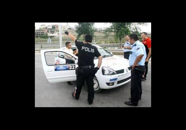 Polisten Yarışçılara Ehliyet-Ruhsat Sorgusu