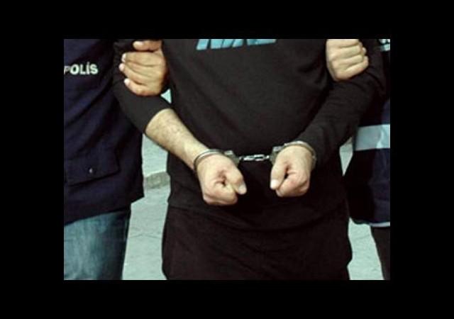 İnsan kaçakçısı polis yakalandı