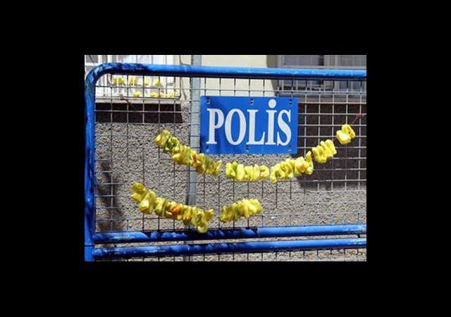Polis Barikatında 'Kurutmalık Biber'