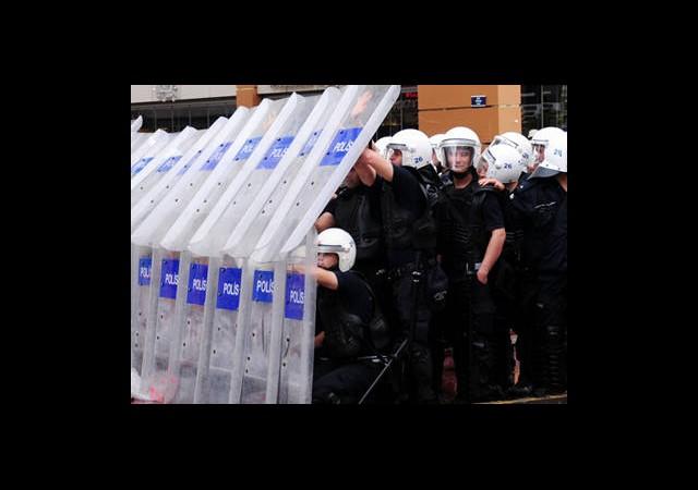 Polis 17 Gün Evine Gidemedi