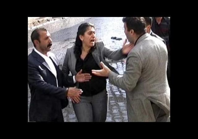 Tuncel'in Tokat Attığı Polise Takdir Belgesi