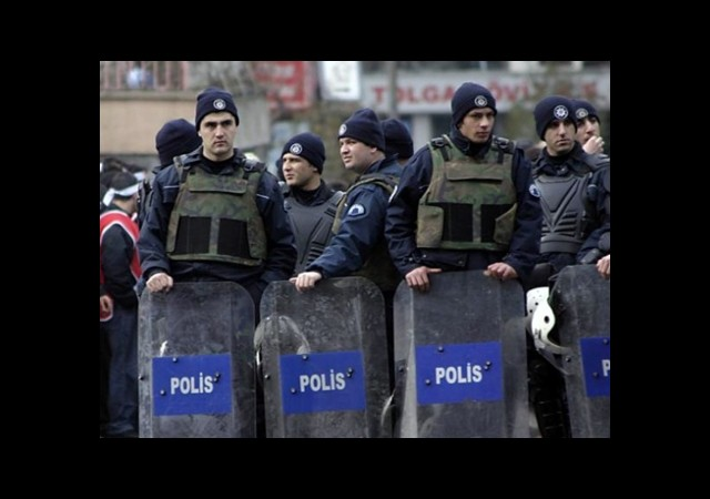 Polisin Görev Alanı Daralıyor