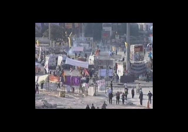 Taksim'den Dumanlar Yükseliyor!