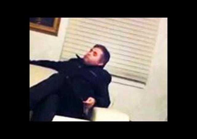Tespihli Polis Bakanın Ofisini İzinsiz Basmış