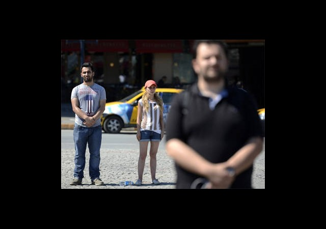 Taksim'de 'Hareketsiz' Protesto