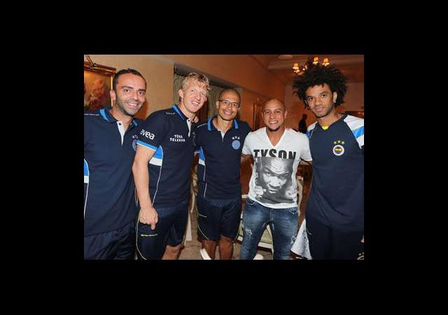 Roberto Carlos, Moskova'da Fenerbahçe Kampını Ziyaret Etti