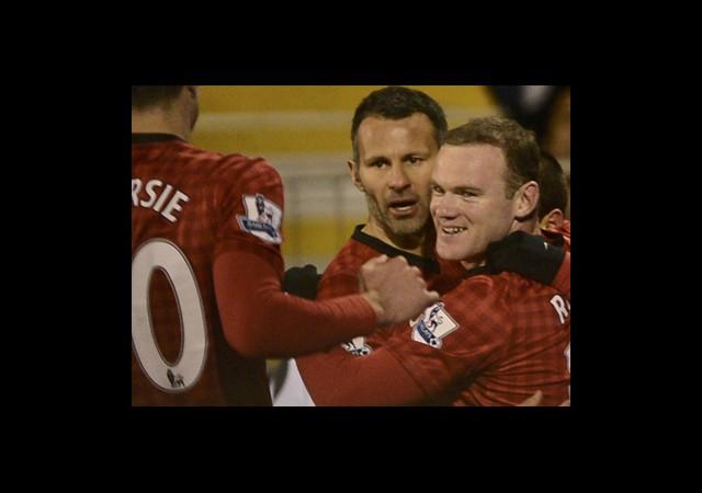 Fulham'ı Rooney Çarptı