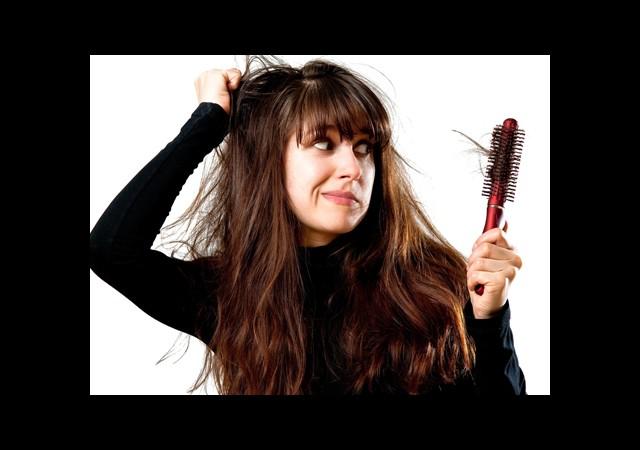 Saçınız Dökülüyorsa Dikkat!