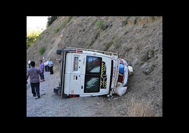 Öğretmenleri taşıyan minibüs devrildi!