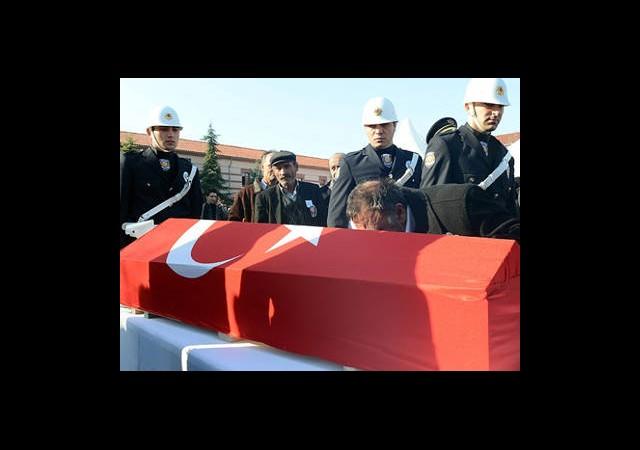 Şehit Polis Toprağa Verildi