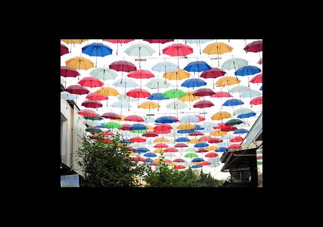 Şemsiyeli Sokak Açıldı