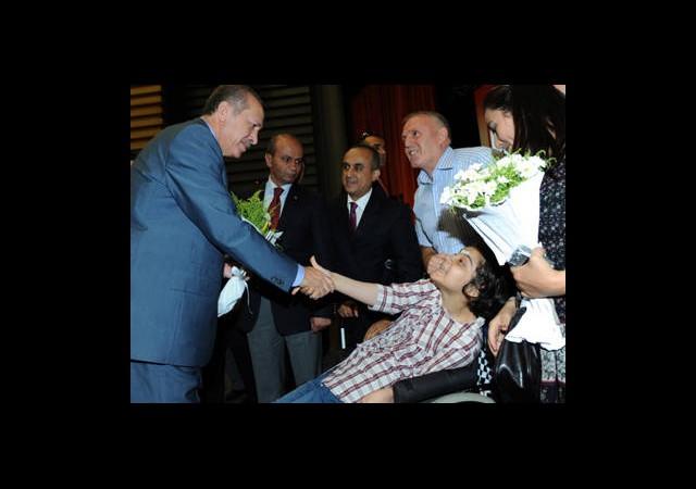 Engelli Büşra'nın Şiiri Erdoğan'ı Duygulandırdı!