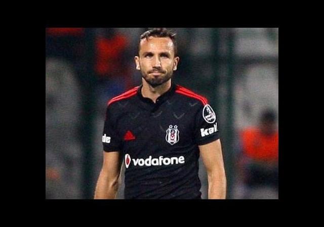 Beşiktaş o futbolcuyla yolları ayırıyor!