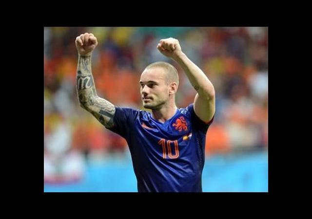 Kim tutar Sneijder'ı!