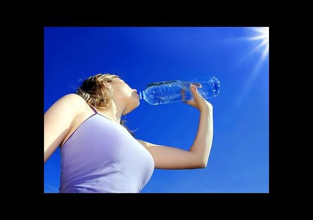 Yaşlanmak ve kilo almak için su içmeyin!