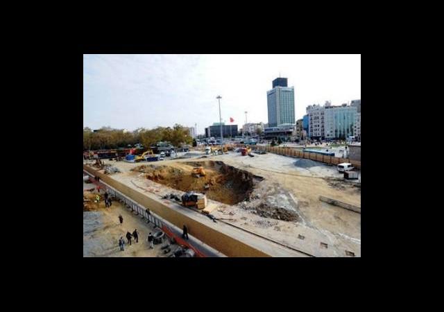 Taksim'de 1 Mayıs Bilmecesi Sürüyor