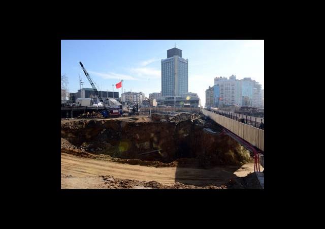 Yirmi Gün Taksim'e Çıkış Yok