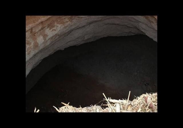 Tarlada korkutan görüntü! 3 metrekare çapında, 10 metre derinliğinde...