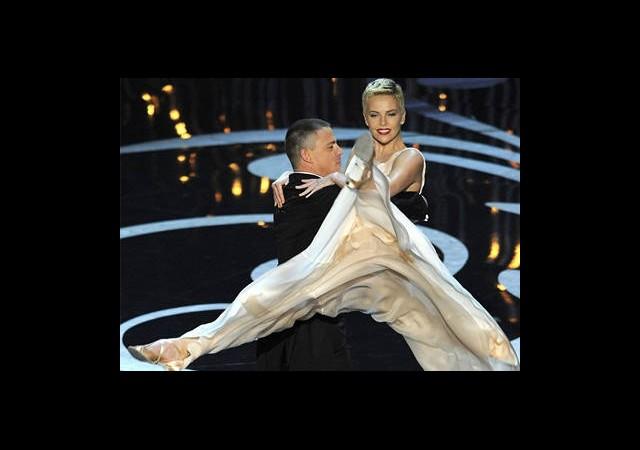 Eski Balerin Charlize Theron'dan Oscar Dansı