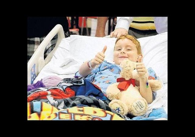 Dokuz yaşında timsahı yendi