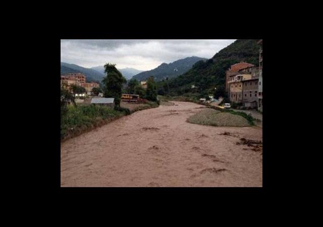 Trabzon'da Sel Hayatı Felç Etti!