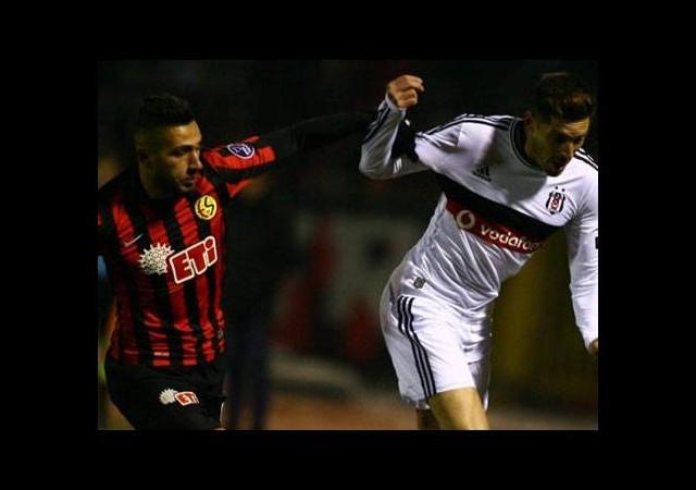 Eskişehir bir Beşiktaş'a, bir G.Saray'a karşı yaptı!