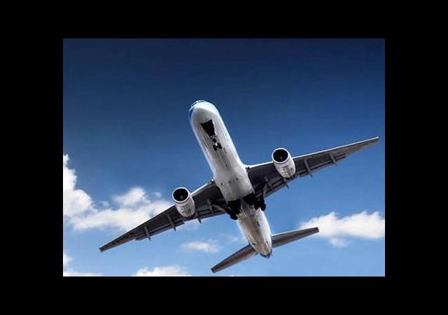 Yolcu uçağına ateş açıldı