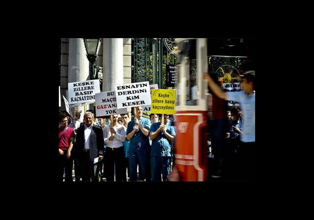 Beyoğlu Esnafı Gezi Parkı Eylemlerini Protesto Etti