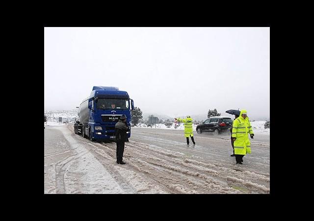 Kış Lastiklerinde 'Karaborsa' Uyarısı
