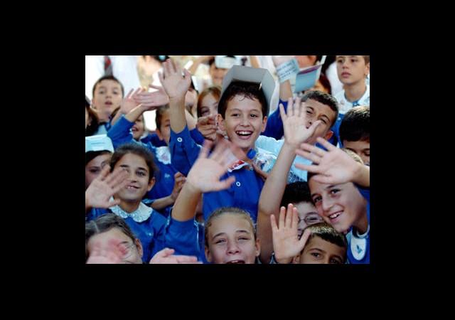 Minikler 10 Eylül'de okul yolunda