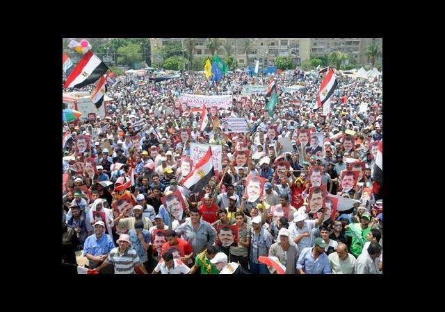 Mısır'da Halk Barışçıl Devrimi Devam Ettirecek