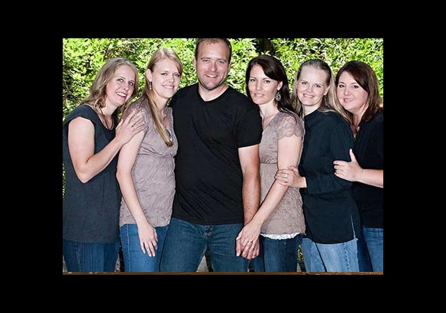 Beş Karısı Var ve Hiçbirini İhmal Etmiyor