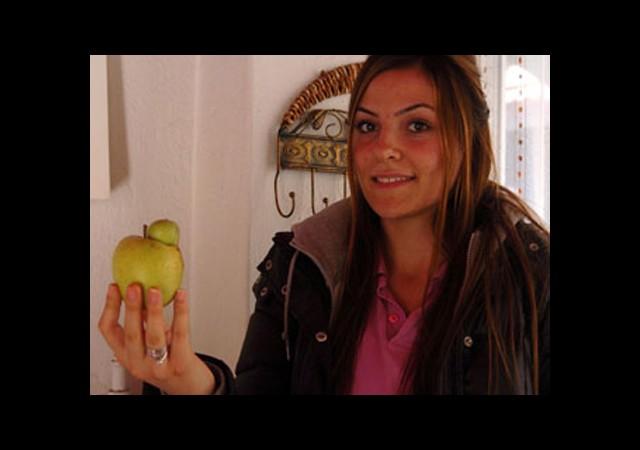 Şaşırtan Elma!
