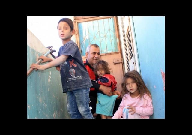 Annelerinin Eve Hapsettiği 3 Kardeşi Polis Kurtardı