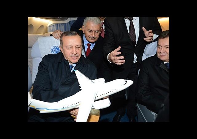 Erdoğan Antonov-158 Uçağını İnceledi
