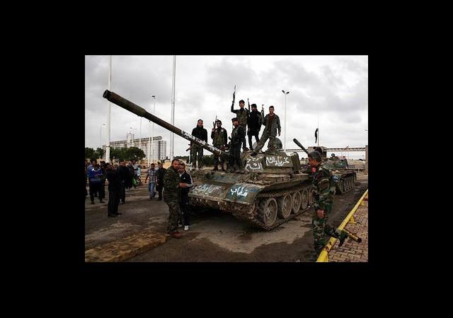 Miniğ Askeri Havaalanının Kontrolü Muhaliflerde