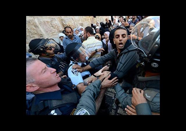 Kudüs'te Yahudi Yerleşimciler Mescid-i Aksa'ya Zorla Girdi